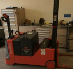 2010 Toyota 3 000 Lbs Forklift Electric Walk Behind Stacker Very Low Hours