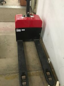 Dayton 2leb8a 2leb8 Electric Pallet Jack 24v Lift 9 Hrs