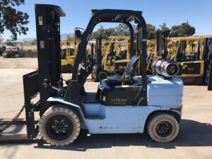 2013 Utilev 6 000 Lbs Forklift Pneumatic Tire Type Ut30 3 Stage Mast 992 Hrs