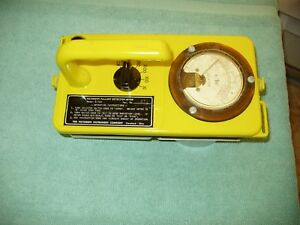 Vintage Victoreen 61720 Fallout Detection Meter Geiger Radiation Low S n