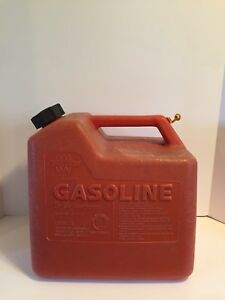Vintage Chilton Model P50 Plastic 5 1 4 Gallon Vented Gas Can Container No Spout