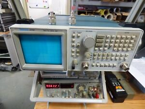 Tektronix 2712 Spectrum Analyzer With Built In Tracking Generator