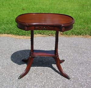 Antique Federal Edwardian Mahogany Pedestal Kidney Occasional Lamp Tea Table