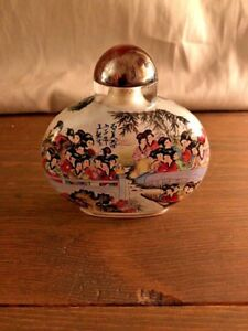 Vintage Chinese Reverse Painted Glass Snuff Bottle Beautiful