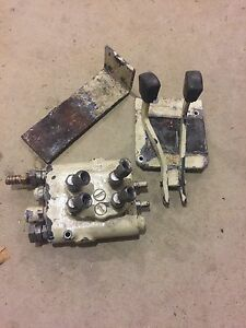 Cub Lo Boy 1050a Loader Cessna Control Valve With Handles And Brackets