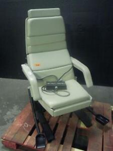Midmark 413 Power Exam Chair With Footswitch