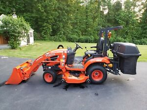 kubota Tractor Bx 2680 4x4 2017 loader mower bagger mint Condition