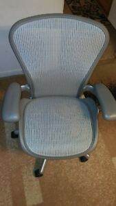 Herman Miller Aeron Mesh Office Chair Metal Slvr Color Sz B Fully Adjustable