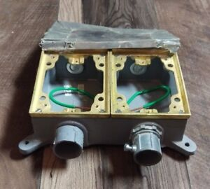 Hubbell B4214 2 gang 2g Metal Electrical Floor Box 16 Cu In Free Shipping