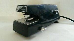Swingline Model 67 Commercial Electric Stapler 20 Sheet Capacity Works Great