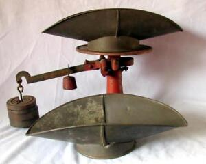 Antique American Cutlery Company Cast Iron Balance Scale Plus 4 Weights