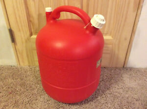 Eagle Vintage 6 Gallon Red Plastic Gas Can Model Pg 6 Chilton Gott Rubermaid