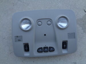 2009 Chevy Traverse Ovehead Dome Light W Sunroof Switch Homelink Buttons Oem