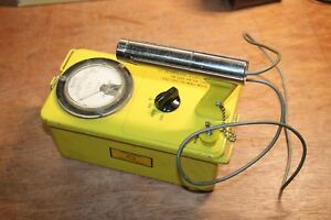 Victoreen Instrument Co Cdv 700 Model 6a Geiger Counter As is