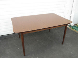 Mid Century Modern Dining Room Table By Bassett Furniture 9443x