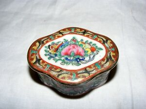 Antique Chinese Famille Rose Small Porcelain Box Buterfly Floral Decoration