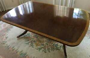 Beautiful Vintage Banded Inlay Mahogany Dining Room Table With Leaves