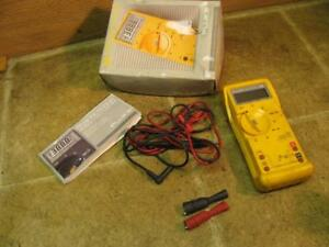 Fluke Et23dmma Multi Meter Volts Amps Ohms Mac Tools