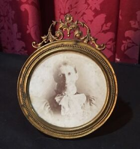 Pretty Vintage Antique Victorian Round Easel Back Picture Frame Ornate Top