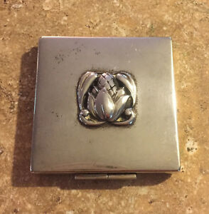 Antique Vintage Sterling Silver Compact Flower Lid Design Heavy 84 Grams