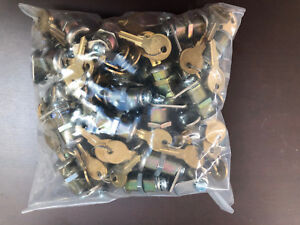 Lot Of 98 1 1 8 Disk Cam Locks 1 Key Pull 90 Degree Turn With 2 Keys And Cam