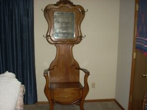 Antique American Oak Hall Tree With Beveled Mirror