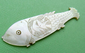 Antique Larg Fat Sewing Thread Winder Pearl Fish Engraved Kissing Doves Scales
