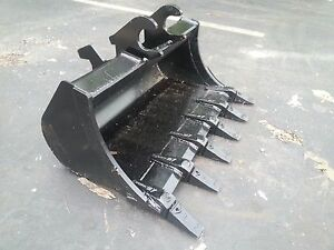 New 36 Excavator Bucket For A John Deere 35 Zts