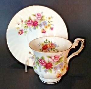 Queens By Rosina Pedestal Teacup Saucer Rose Bouquets Gold Rims England