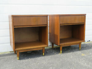 Mid Century Modern Pair Of Nightstands Side End Tables 9602