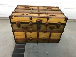 Vintage Steamer Trunk Flat Top Coffee Table Toy Box Rare