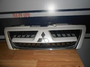2003 2006 Mitsubishi Montero Limited Front Upper Grille White Oem