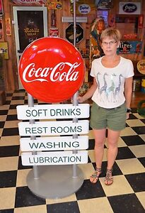 OLD STYLE COCA COLA BUTTON SERVICE DISPLAY