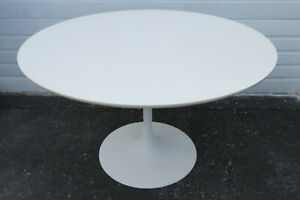 Pierre Paulin Style Tulip Mid Century Modern Dining Table By Artifort 9715