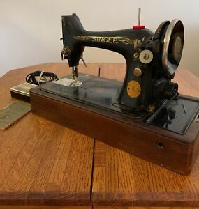 Vintage 1928 Singer Sewing Machine With Wood Case