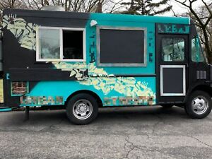 Clean Turnkey 2003 22 Workhorse P30 Food Truck Used Mobile Kitchen For Sale