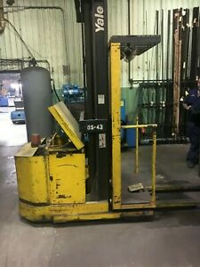 Yale 3000 Lbs Stand Up Forklift W 24 Volt Battery