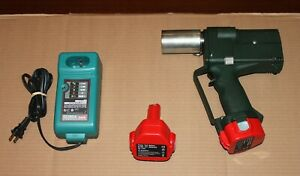 Greenlee Gator Cordless Battery 6 Ton Crimper Charger Vg Condition 691
