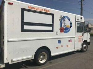 Diesel Utilimaster Food Truck Kitchen On Wheels In Great Condition For Sale In