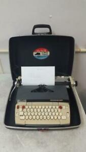 Smith corona Electra 120 Electronic Typewriter W Carrying Case