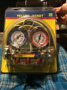 Yellow Jacket Test And Charging Manifold With Hoses