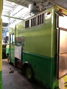 Ready For Service 18 Chevrolet P30 Food Truck Used Kitchen On Wheels For Sale