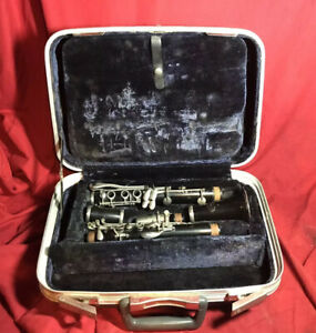 Conn 16 Clarinet w Hard Case and King B Mouthpiece