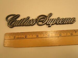 Original Vintage Plastic Car Emblem Oldsmobile Cutlass Supreme y64a