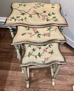 3 Vintage French Provincial Nesting Stock Tables Hand Painted Beautiful