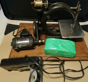 Antique Willcox Gibbs Sewing Machine With Foot Pedal Accessories
