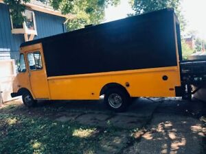 Ready To Use Chevrolet P30 16 Step Van Barbecue And Kitchen Food Truck For Sale