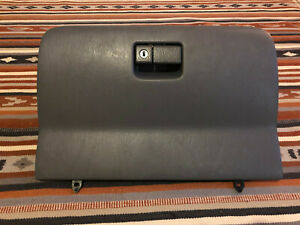 55550 42030 2001 2005 Toyota Rav4 Grey Glove Box Compartment Door Assembly