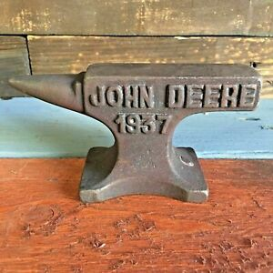 John Deere 1937 Cast Iron Anvil W Antique Finish And Raised Letters Paperweight
