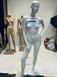 Gently Used Patina V Female Mannequin m